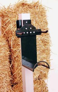 Stako - Stallausrüstung – Kummethalter mit Kammdeckelhalter