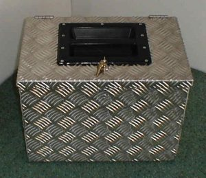 Stako - Stallausrüstung – Putzbox mit eingelassenem Tragegriff, höchst stabil, kann auch als Auftritt genutzt werden